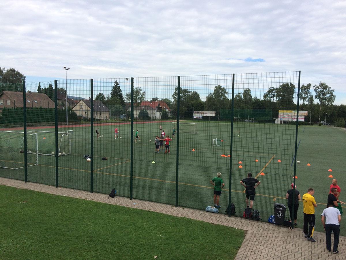 """""""Fair play leben"""" - FLVW Veranstaltung 15.8.2015 Heidenoldendorf - Teilnehmer auf dem Platz - praktischen Teil mit Dirk Erfkamp"""