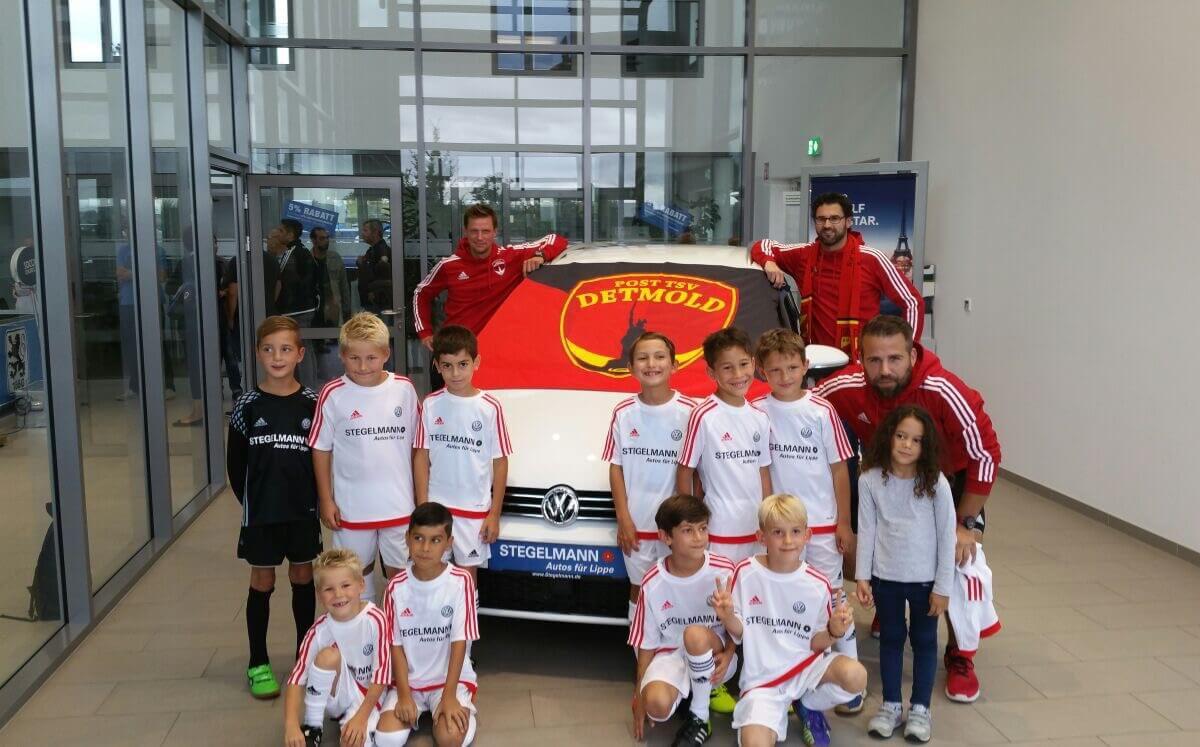 Post TSV F-Junioren beim Stegelmann Soccer Duell - Werbe Shooting vor VW Golf