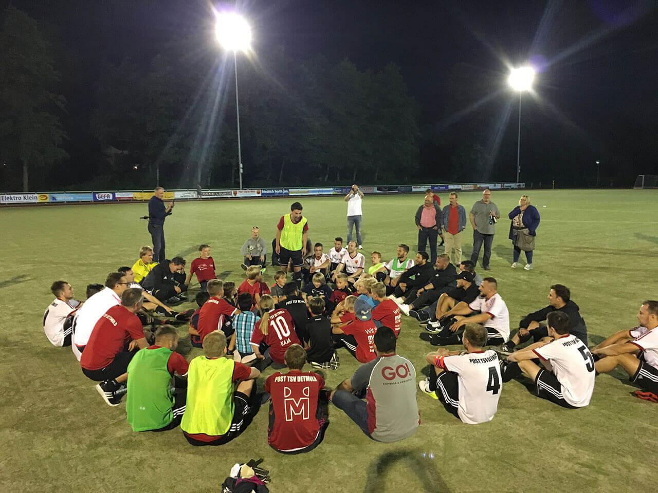 Post TSV Detmold nach dem 5:4 Sieg im Elfmeterschießen gegen RW Ahlen